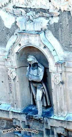 Венгрия  Фигура Наполеона на одном из будапештских домов.