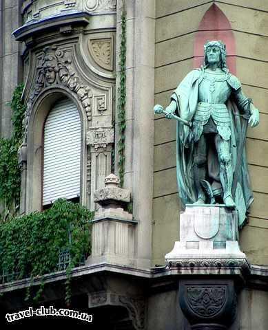 Венгрия  Фигура короля Матиаша на одном из будапештских домов.