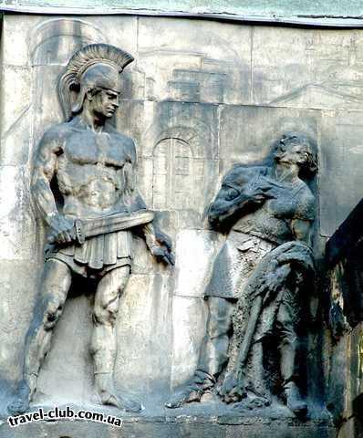 Венгрия  Барельеф, изображающий римского легионера, на стене бу