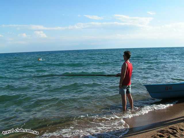 Киргизия, оз.Иссык-Куль  отель Голубой Иссык-Куль  ловись рыбка большая да побольше