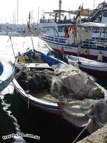 Тунис  Эль Кантауи. Рыбацкая лодка.