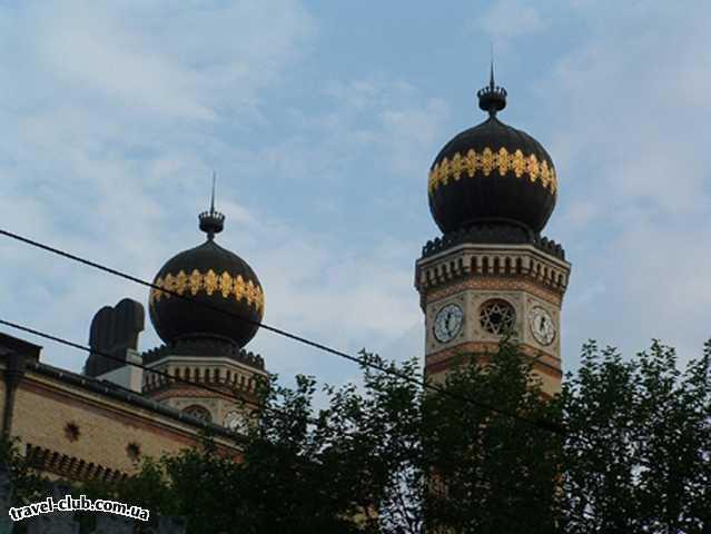 Венгрия  Будапешт  Купола самой большой синагоги Европы. Будапешт