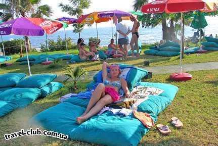 Турция  Алания  Club gunes gardens 3*  Вот на таких подушках отдыхают на лужайках рядом с гор�