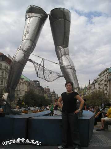 Чехия  Прага  Это памятник в середине площади