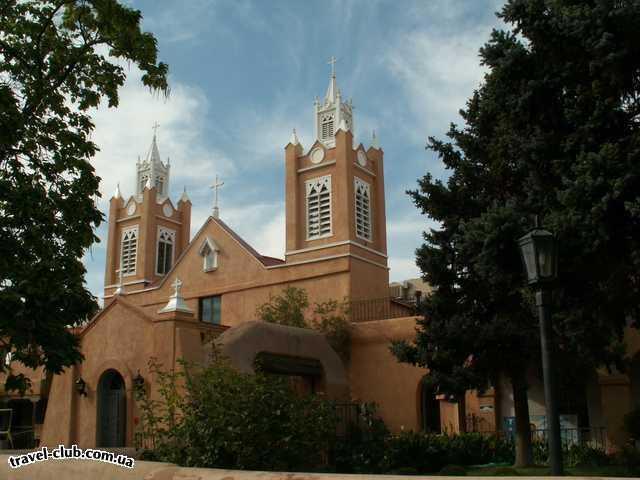 США  New Mexico  Альбукерк  Альбукерк, Old Town, церковь San Felipe