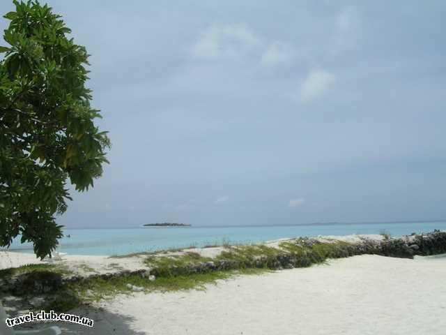 Мальдивские о-ва  Laguna Maldives  вид с лежака
