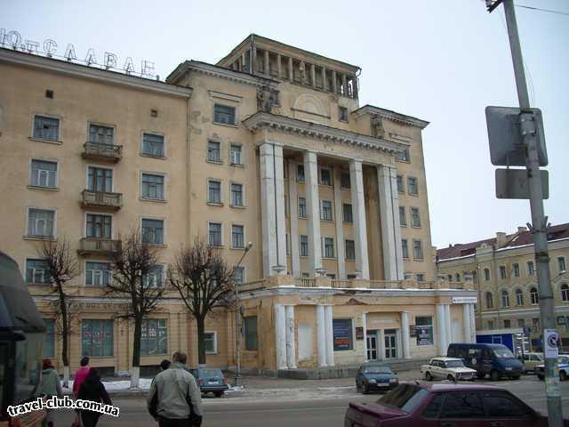 Россия  Смоленск  Центральная улица города, дом на который водрузили кра
