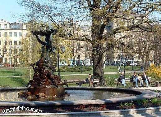 Латвия  Рига  Рига.Фонтан всквере у Национального театра оперы и бал