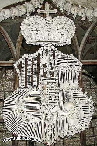 Чехия  Прага  Костница. Герб из человеческих костей