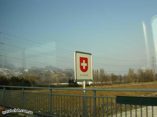 Лихтенштейн  Граница Швейцария - Лихтенштейн по Рейну.