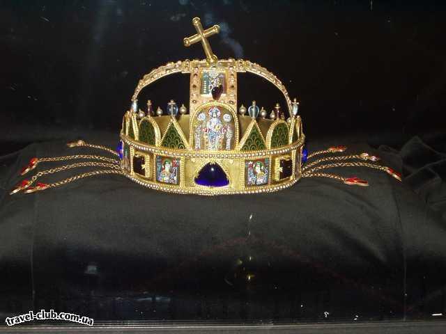 Венгрия  Будапешт  Платанус ***  Копия короны св. Иштвана (собор Матяша). 07/03/2006