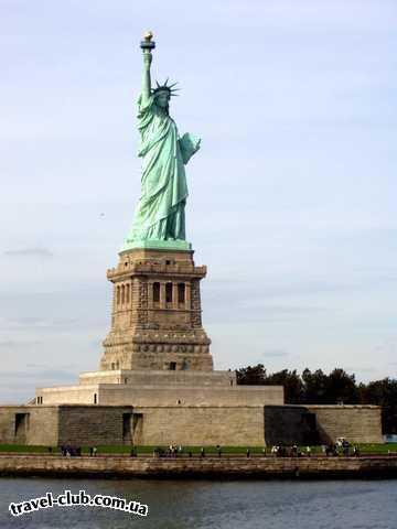 США  Америка  Нью-Йорк. Статуя свободы - вид с прогулочного катера