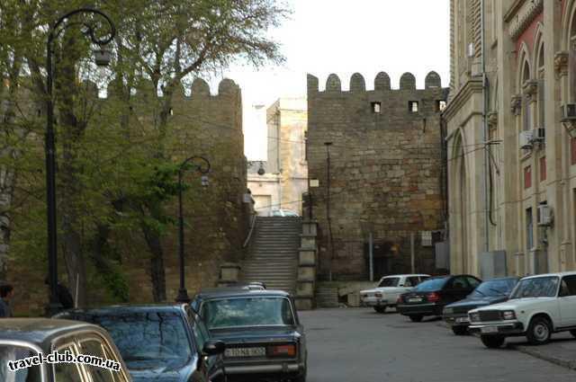 Азербайджан  кусочек башни на фоне города