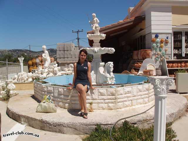 Греция  Крит, Ираклион  Херсониссос, отель Anna Maria appartments  Такие великолепные скульптуры - дело рук местных умель