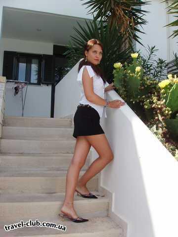 Греция  Крит, Ираклион  Херсониссос, отель Anna Maria appartments  На ступеньках нашего отеля!