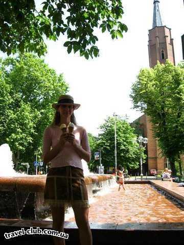 Германия  Бонн  Фонтан перед церковью Munster