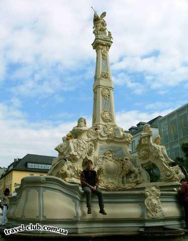 Германия  Райнланд-Пфальц  Трир. Фонтан св. Георгия (высота 10,6 метров, 18 век)