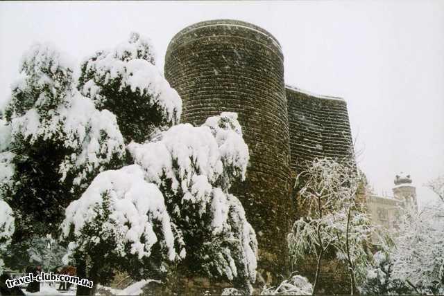 Азербайджан  башня в снегу