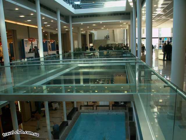 Венгрия  Будапешт  Europa  Конференц-зал со своим бассейном (похоже декоративный,