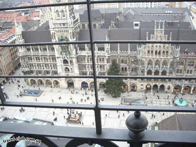 Германия  Бавария  отель Герцог  Мариенплац, вид на новую ратушу с колокольни собора св.