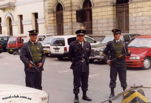 Перу  Лима  Калашников - он и в Южной Америке Калашников