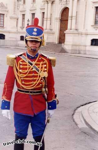 Перу  Лима  Офицер стражи (охрана Президентского дворца)