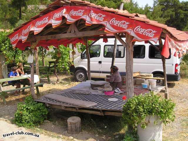 Турция  Экскурсии  Рафтинг  Обратный путь, остановка по надобности, бабка продает �