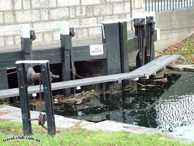 Ирландия  Дублин  А вот здесь запрещено купаться. Желающих нету :)