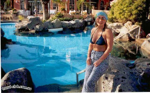 Испания  Тенерифе  на территории отеля много прекрасный бассейнов