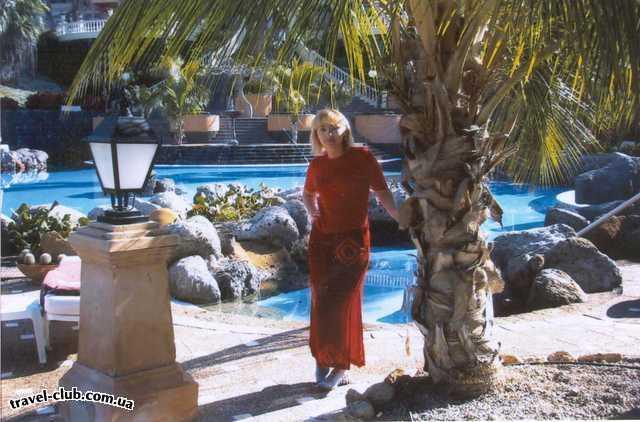 Испания  Тенерифе  в этом бассейне можно купаться, но есть один недостато�