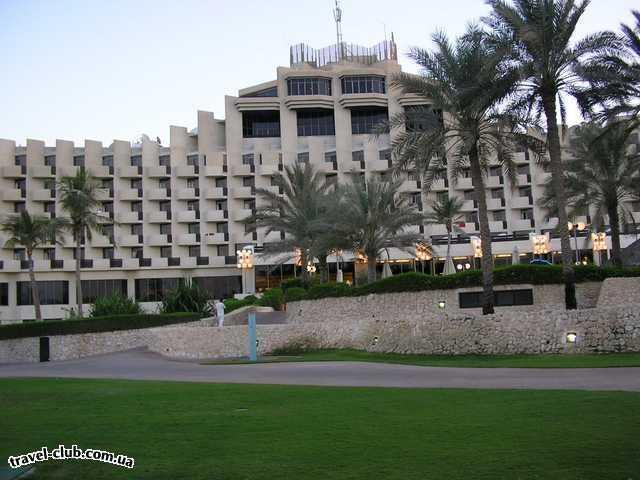 ОАЭ  Дубай  Отель очень уютный, хотя и большой. Но люди дрг другу не